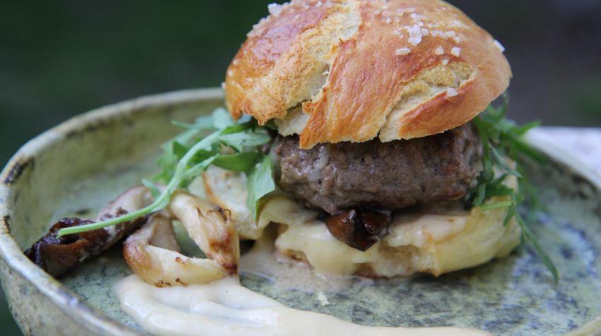 Burgery wołowe z serem pleśniowym
