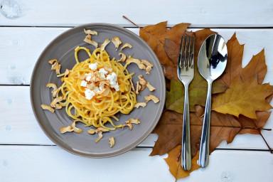 Makaron + biały ser + sos dyniowo-pigwowy