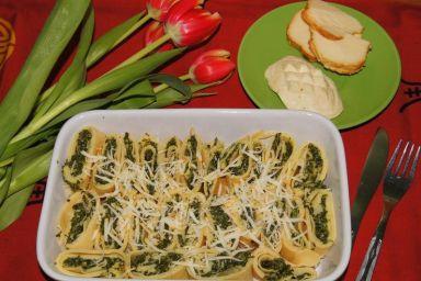 Zapiekane roladki naleśnikowe ze szpinakiem,suszonymi pomidorami i oscypkiem