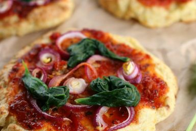 Pizza na spodzie ziemniaczanym