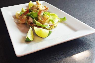 Makaronowe placuszki z krewetkami i awokado