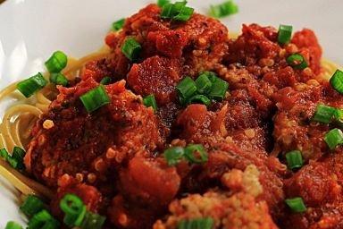 Kotleciki z kaszy bulgur w sosie pomidorowym