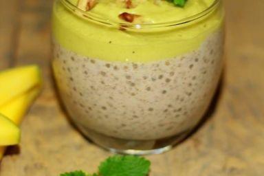 Deser z nasion chia z musem owocowym