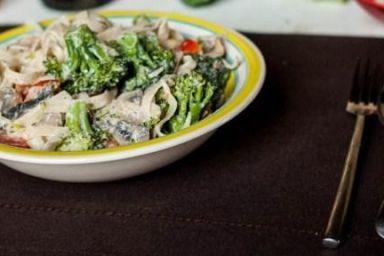Tagliatelle z brokułami i pieczarkami