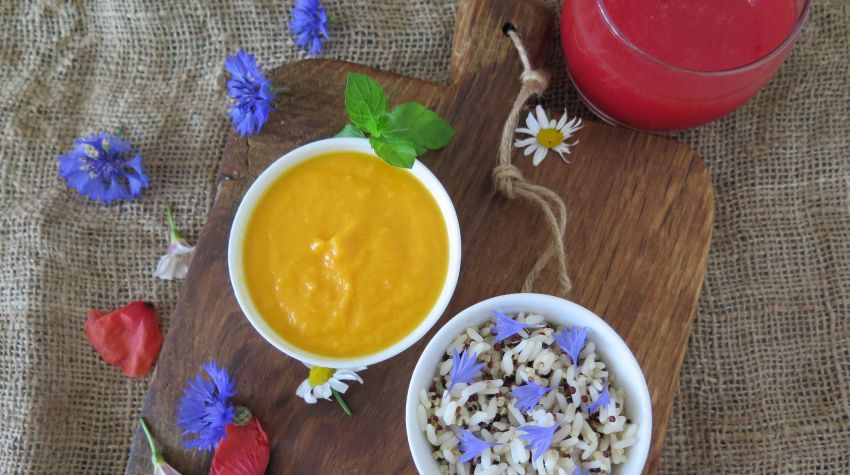 Imperium smaku z ziarnami komosy ryżowej i ryżu, jadalnymi kwiatami, kremem z dyni oraz musem z arbuza