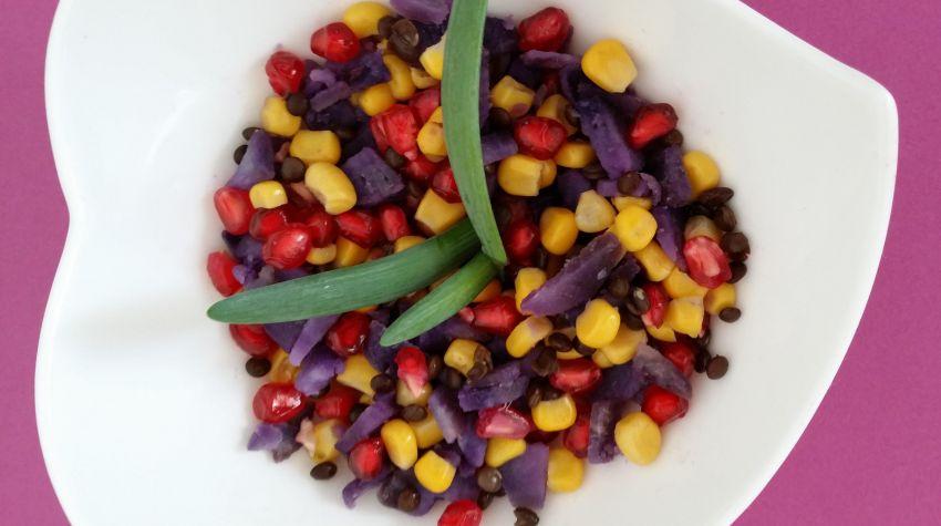 Kolorowa sałatka z dipem