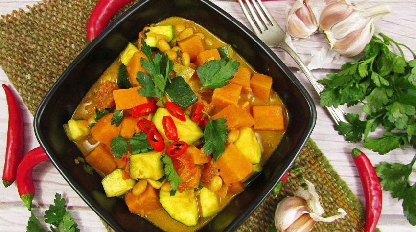 Sojowe curry z batatami i cukinią