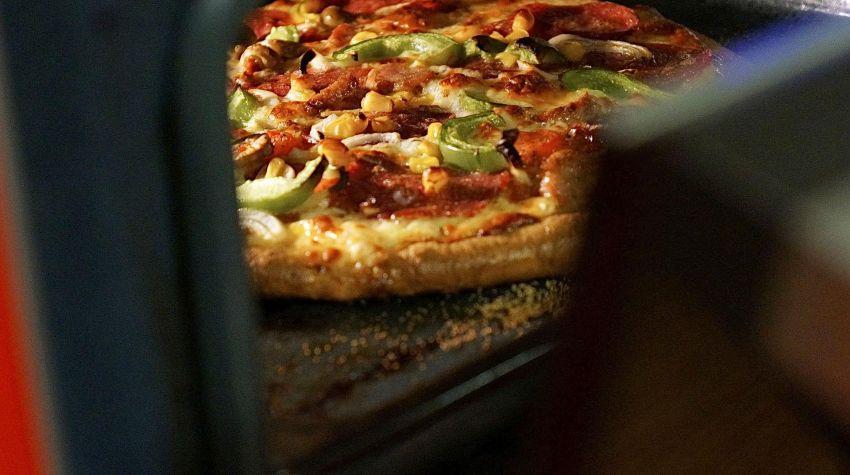 Pizza na cieście razowym