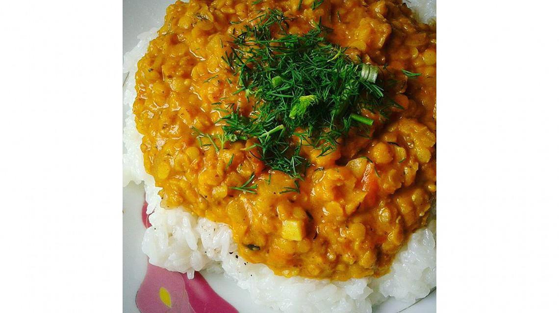 Kokosowy dal na ryżu jaśminowym (vegan)