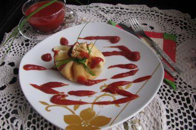 Sakiewka z warzywnym nadzieniem i parmezanem