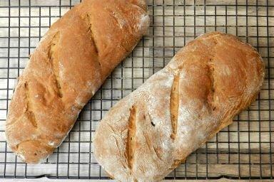 Kakaowy chleb z suszonymi wiśniami i rodzynkami