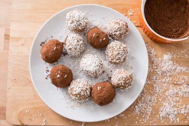 Kulki jaglane kokosowo-daktylowe a la Rafaello