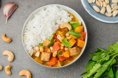 Tajskie, żółte curry z tofu