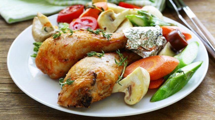 Połówki kurczaka w jarzynach