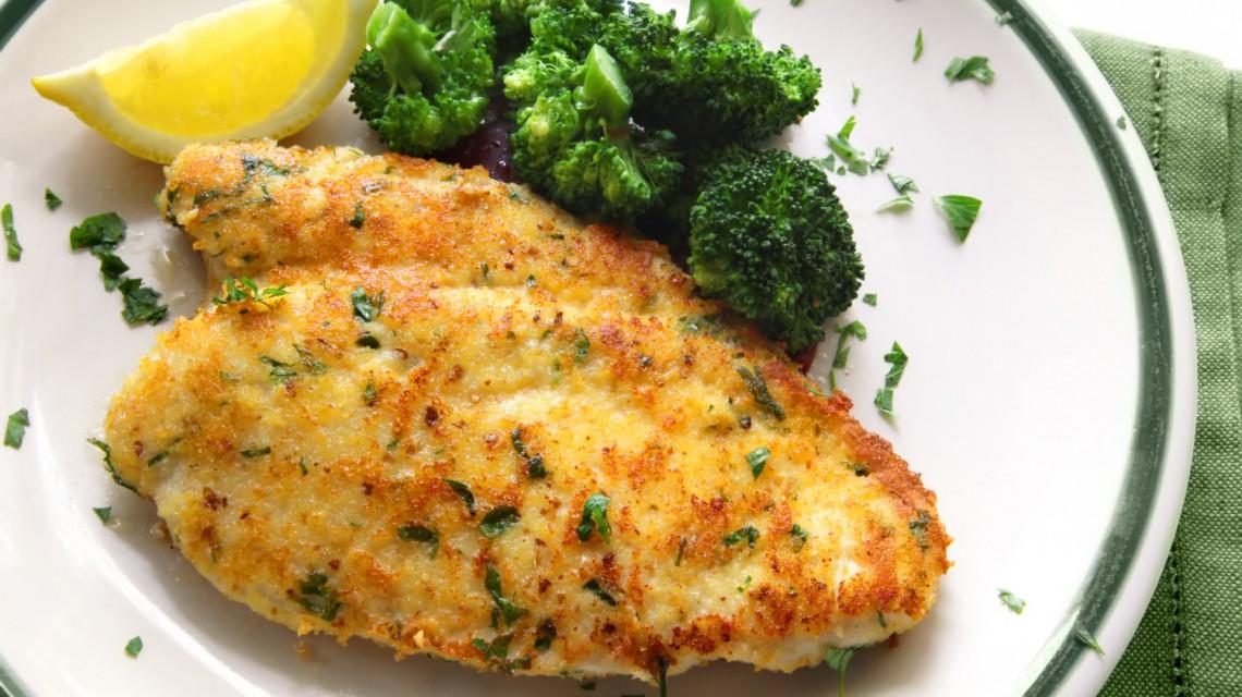 Zapieczone filety z piersi kurczaka w brokułach
