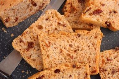 Pszenno - żytni chleb z suszonymi pomidorami i tymiankiem
