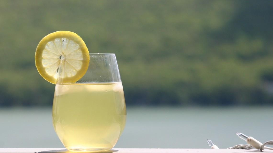 Lemoniada cytrynowa na gorąco