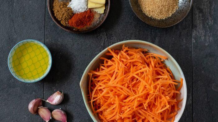 Surówka z marchwi na ostro w koreańskim stylu - krok 2
