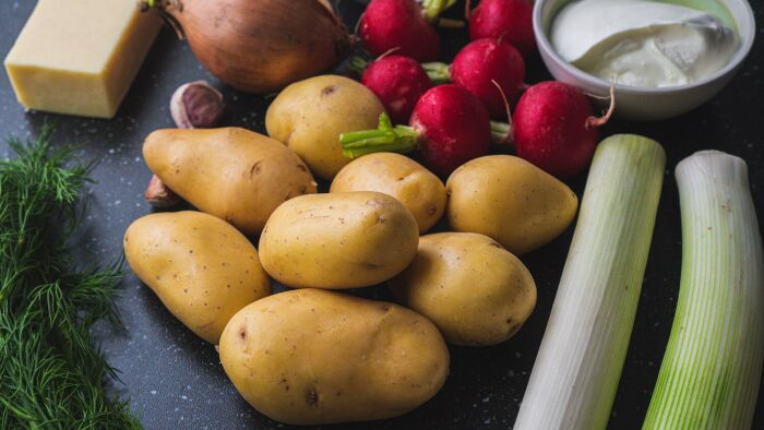 Zapiekanka z młodych ziemniaków - krok 1