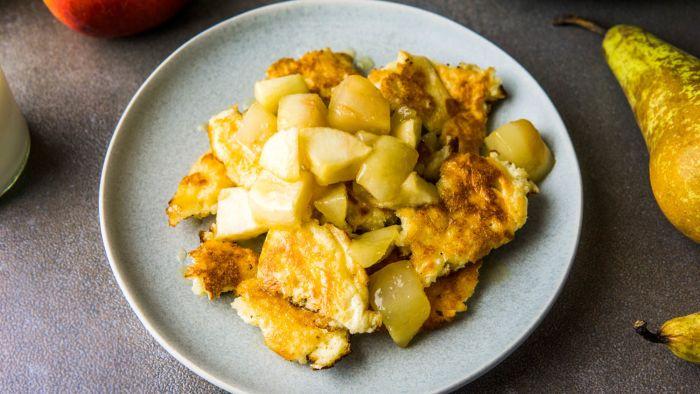 Omlet cesarski z karmelizowanymi jabłkami i gruszkami - krok 5
