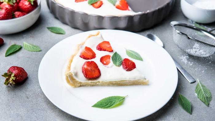 Tarta z truskawkami i kremem waniliowym - krok 5