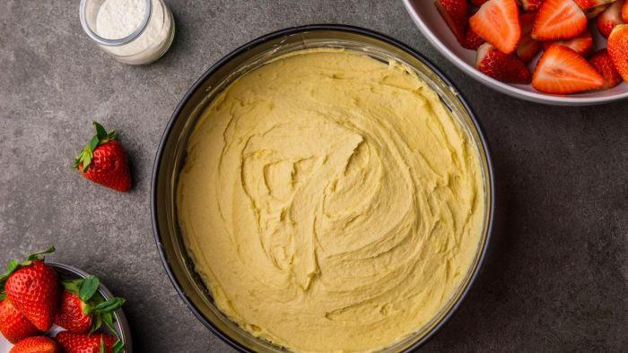 Ciasto ucierane z truskawkami - krok 2