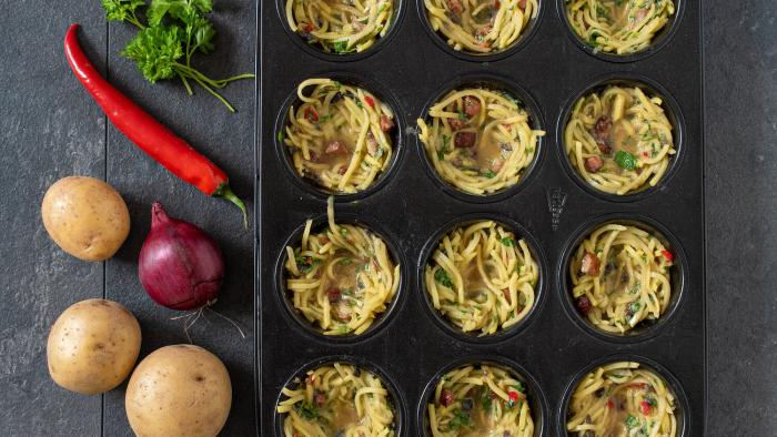 Gniazdka ziemniaczane z ziołowym twarogiem - krok 2