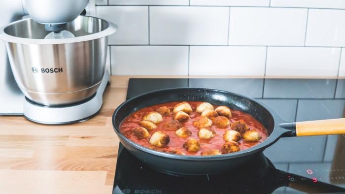 Klopsiki z kurczaka w pomidorowym sosie curry - krok 3
