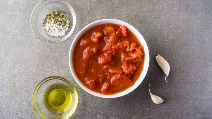 Sos pomidorowy do pizzy - krok 1