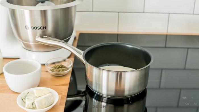Zapiekanka ziemniaczana z serem pleśniowym  - krok 2
