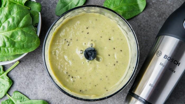 Zielony koktajl z awokado - krok 2
