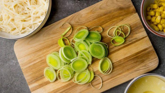 Sałatka z selera konserwowego - krok 2