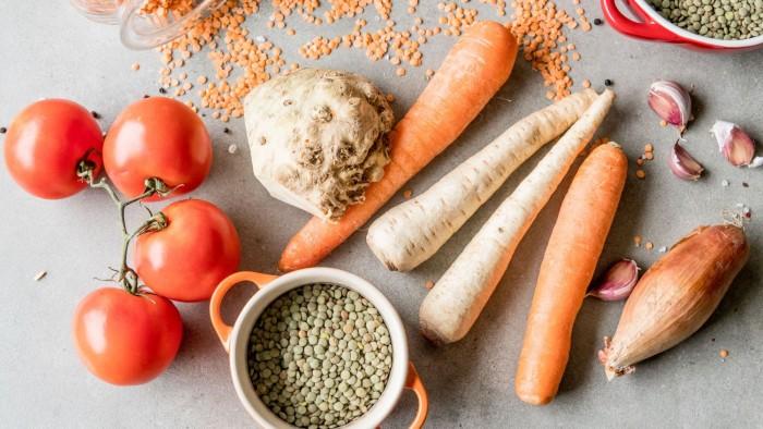 Szybka zupa z zielonej i czerwonej soczewicy - krok 1
