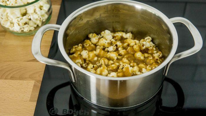Popcorn karmelowy - krok 2