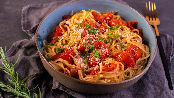 Spaghetti wegańskie z pieczonymi pomidorkami - krok 3