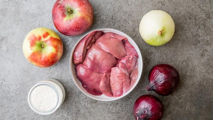 Wątróbka z jabłkiem - krok 1