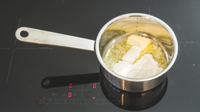 Pikantny sos serowy - krok 2