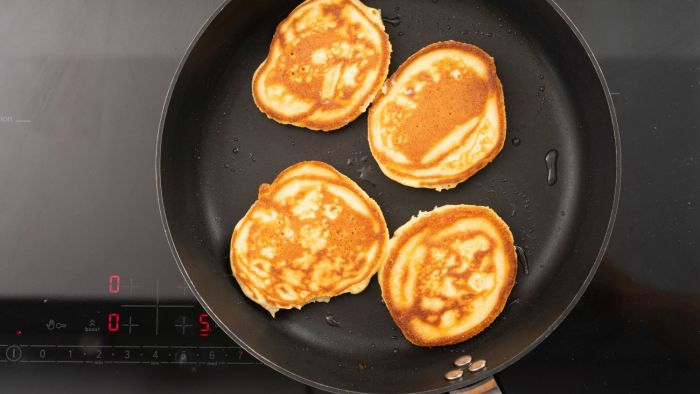 Pancakes z musem truskawkowym - krok 3