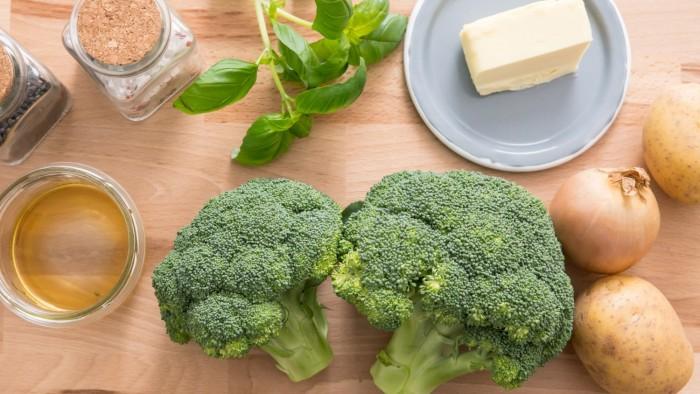 Zupa krem z brokułów - krok 1