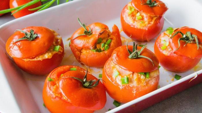 Jajka zapiekane w pomidorach - krok 3