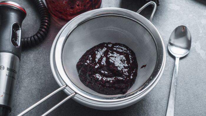 Jagodowy sos coulis - krok 2