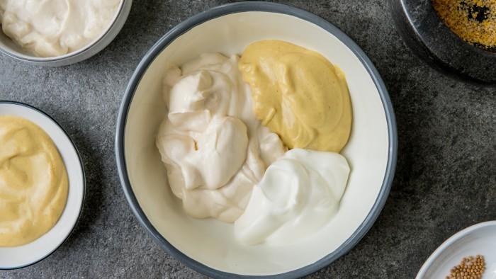Jajka w sosie musztardowym - krok 2