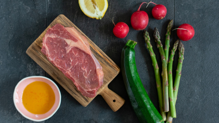 Stek z marynowanymi nowalijkami - krok 2