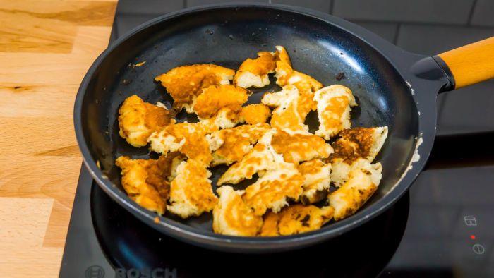 Omlet cesarski z karmelizowanymi jabłkami i gruszkami - krok 4
