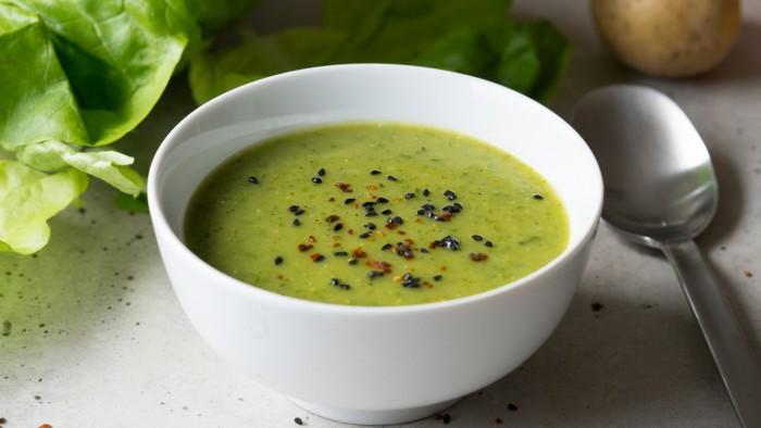 Zupa z sałaty maślanej i jabłka - krok 3