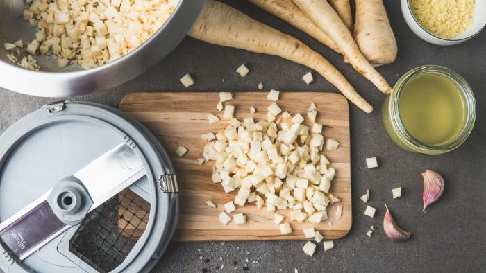 Zupa z pasternaku - krok 1
