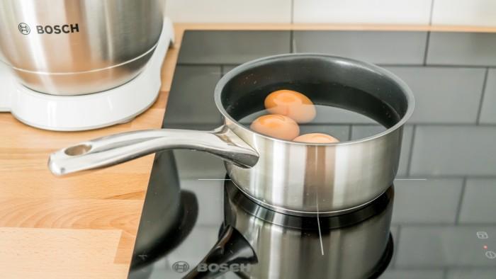 Jajka w sosie musztardowym - krok 1