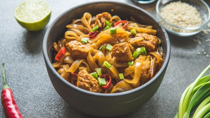Makaron ryżowy z kurczakiem i pastą miso - krok 3