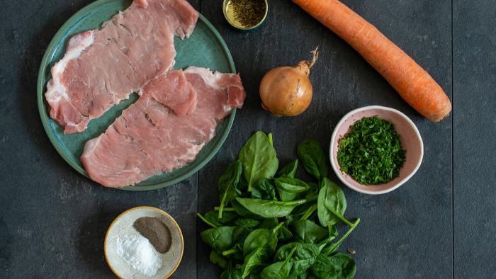 Roladki schabowe z marchewką, cebulą i serem żółtym - krok 1