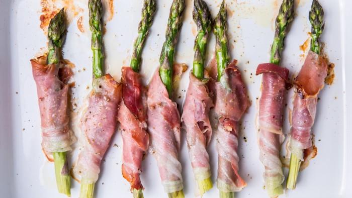 Szparagi pieczone w boczku - krok 3